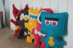 Felt monsters to make with your kids {plus free mix-n-matchpattern}