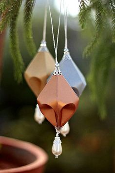 Sculpted Paper Ornaments - Aparna Gupta (All Things Paper) - Paper Origami 💡 Origami Christmas Ornament, Origami Ornaments, Paper Ornaments, Ornaments Design, Christmas Tree Ornaments, Handmade Christmas Decorations, Handmade Ornaments, Holiday Crafts, Tree Decorations