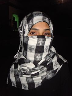 Rare and Real Pictures Of Pakistani Muslim Girls Wearing Salwar Kameez With Hijab and NiqabThanks