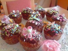 vyborne mafinky(hug) Hugs, Cupcakes, Desserts, Food, Basket, Big Hugs, Tailgate Desserts, Deserts, Cupcake