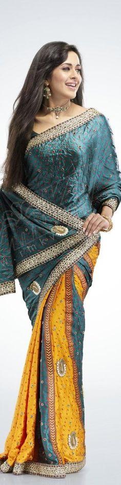 Desi Pakistani Girl's Wearing The Saree...Just amazing Dress and Cloth Of Desi Asian Girl