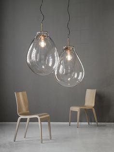 Bomma présente une nouvelle collections de luminaires TIM - d'immense globes de cristal en suspension créés par le studio Olgoj Chorchoj...
