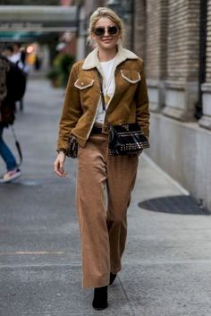 Fall 2018 / Winter 2019 street style trends and outfits Mode Outfits, Chic Outfits, Trendy Outfits, Fashion Outfits, Ootd Fashion, New Teen Fashion, Fashion Mode, Style Fashion, Street Style Trends