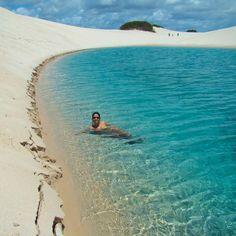 Lençóis Maranhenses : um dos lugares mais bonitos do Brasil!  Quem conhece? No blog tem um post com todas as dicas desse destino - é importante visitar na época certa para pegar as lagoas cheias ➡www.loucosporviagem.com