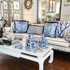 Blue and White Chinoiserie (Chinoiserie Chic) Blue Rooms, White Rooms, Coastal Living Rooms, Living Room Decor, Blue And White Living Room, Chinoiserie Chic, Chinoiserie Fabric, Asian Decor, Blue And White China