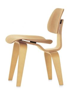 Vitra - Plywood Group DCW Chair: The DCW Chair of the Plywood Group Collection by Charles & Ray Eames made for Vitra in our Online Shop Vitra Design, Chair Design, Furniture Design, Cadeau Design, Plywood Chair, Kartell, Charles & Ray Eames, Scandinavian Interior Design, Chairs