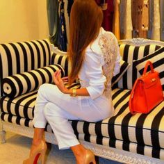 35 Beautiful street style ‹ ALL FOR FASHION DESIGN: love that couch!
