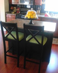 Thrifty Decor Chick: Upholstering an unupholstered chair Kitchen Chair Makeover, Furniture Makeover, Diy Furniture, Ikea Barstools, Kitchen Chairs, Chair Redo, Diy Chair, Chair Upholstery, Upholstered Chairs