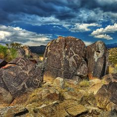 New Mexico Petroglyphe; Geister in Stein - Archaeology Discoveries Travel New Mexico, New Mexico Usa, Land Of Enchantment, Parcs, Ancient Aliens, Santa Fe, Native American Art, Rock Art, Archaeology