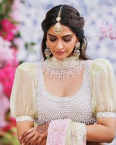 32 Ideas for indian bridal hairstyles bollywood sonam kapoor - - Bollywood Celebrities, Bollywood Fashion, Bollywood Actress, Bollywood Saree, Bollywood Images, Bollywood Bridal, Bridal Blouse Designs, Saree Blouse Designs, Blouse Styles