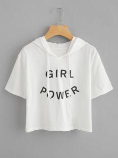 Camiseta con capucha y letras