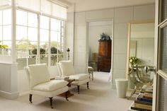 A small white London flat that uses mirror to make a small space feel bigger. Real home design ideas and inspiration for living rooms, bedrooms, kitchens, bathrooms and more. Top Interior Designers, Luxury Interior Design, Living Room Inspiration, Interior Inspiration, Flat Interior, White Rooms, Decorating Small Spaces, Dream Decor, Apartment Design