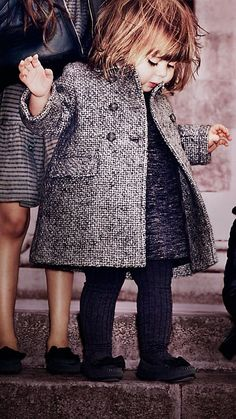 Mittelgrau meliert Zweireihiger Mantel aus einer Mischung aus Wolle und Mohair - Bild 4
