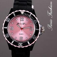 Reloj de goma en color negro con el interior de la esfera en rosa. #tiendaonline #moda #tendencias #fashion #watches