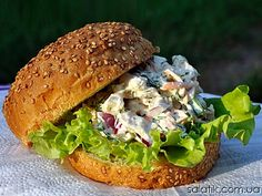 Chiken sandwich salad with selera