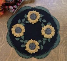 PatternMart.com ::. PatternMart: Sunflowers! Wool Applique Candle Mat Pattern