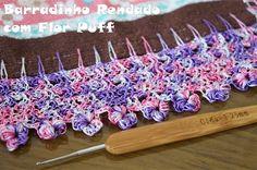 Crochê Tricô: Barradinho Rendado com Flor Puff