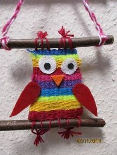 Everyone should learn knitting patterns - tutorial - handicraft - - handicraft everyone .Everyone should learn knitting patterns - tutorial - craft - - crafts any learning should knitting pattern Result for weaving elementary school Yarn Crafts, Diy And Crafts, Crafts For Kids, Arts And Crafts, Easter Crafts, Weaving For Kids, Weaving Art, Weaving Projects, Art Projects