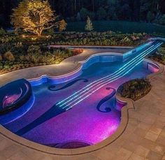 Piscina em formato de violão