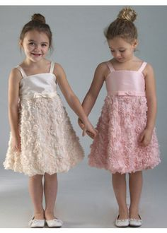 Sleeveless Knee Length Kids Dress with Bow accent