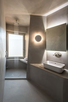House in Pyrgos, Santorini Island, Greece by Kapsimalis Architects Giorgos Sfakianakis Photography Contemporary Summer Houses, Concrete Forms, Architect House, Amazing Bathrooms, Architecture, Ground Floor, Decoration, Small Bathroom, Storage Spaces