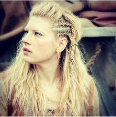Katheryn Winnick as fierce shieldmaiden Lagertha in Vikings Lagertha Hair, Vikings Lagertha, Vikings Tv, Ragnar, Braided Hairstyles, Wedding Hairstyles, Viking Braids, Viking Costume, Katheryn Winnick