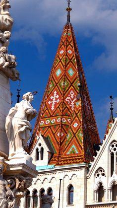 Außergewöhnliche Verzierungen - bei einer #Budapest #Städtereise lohnt sich der Blick nach oben! https://www.travelcircus.de/staedtereisen-budapest