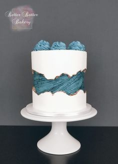 Textured Fault Line Cake - Cake Decorating Simple Ideen Pretty Cakes, Beautiful Cakes, Amazing Cakes, Drip Cakes, Bolo Cake, Cake Trends, Just Cakes, Cake Decorating Techniques, Occasion Cakes