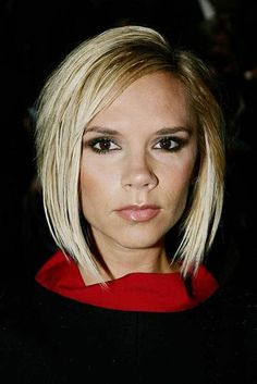 The 50 Most Iconic Hairstyles of All Time: Victoria Beckham — The Pob Wavy Bob Hairstyles, Trending Hairstyles, Easy Hairstyles, Bob Haircuts, Blonde Balayage Bob, Blonde Bobs, Short Blonde, Blonde Hair, Victoria Beckham