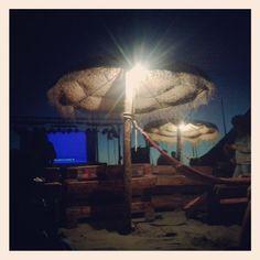 13. #veranoAndaluciaEs #mosquitoclub #PuntaUmbria lunes de cine de verano gratuito con un ciclo de los 80', by @DreiDuval