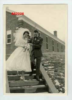 1950s VINTAGE PHOTO WEDDING COUPLE, BRIDE, MAN in UNIFORM