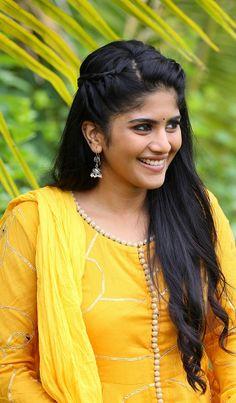 Beautiful Girl Photo, Beautiful Girl Indian, Most Beautiful Indian Actress, Beautiful Actresses, Beautiful Women, Megha Akash, Bollywood Actress Hot Photos, Hairdo Wedding, Stylish Girl Images