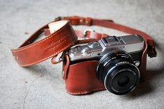 OLYMPUS PEN E-P5ホルダー&ストラップ - 【ROBERU】カメラストラップ,カメラケース,iPhoneケース,iPadminiケースなどレザーアイテム販売!