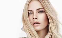British fashion model Cara Delevingne stars as the one of the faces of Burberry Beauty Spring 2011 Campaign. The supermodel sports nude makeup looks in the advertisement images. Blonde Balayage, Blonde Hair, Cara Delevingne Eyebrows, Eyebrow Growth Oil, Irina Shayk, Tips Belleza, Hair Highlights, Makeup Looks, Cool Hairstyles