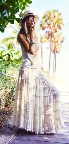 Denim & Supply dans le magazine Elle Norvège : une maxi jupe gitane et un débardeur ample, la tenue idéale pour une escapade tropicale.