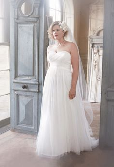 Follow these plus size wedding dress trends to flatter your gorgeous curvy figure.
