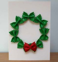 34 pretty Christmas cards to inspire your masterpieces! - Wooloo - Here are 34 pretty Christmas cards to inspire you in the creation of your masterpieces! Preschool Christmas, Easy Christmas Crafts, Christmas Fun, Christmas Wreaths, Childrens Christmas Card Ideas, Christmas Cards Handmade Kids, Christmas Gifts For Children To Make, Christmas Crafts For Preschoolers, Recycled Christmas Gifts