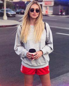 "286.9b Beğenme, 841 Yorum - Instagram'da Chiara Ferragni (@chiaraferragni): ""Long long hair  (and yes I spilled coffee on my sweatshirt ♀️) #AmericanDays"""