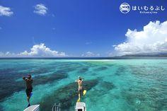 サンゴの欠片が自然に集まってできた真っ白な島… 小バラス島。 小浜島の南、西表島の東に位置する人気のシュノーケルポイントです。