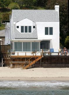 Charlize Theron (Malibu, CA) Charlize Theron owns this 4 bedroom, 4.5 bath beachfront home on the Pacific Coast Highway in Malibu, CA.
