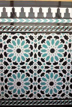 Zócalo Nazarí T7 colores Negro, turquesa y blanco