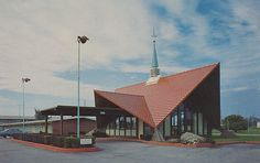Howard Johnson's Motel - Belleville, Michigan.  I remember eating here once with Daddy and they never brought him bread even though he asked for it twice.  He made them deduct it from our tab....too funny!  He always ate fried clams....I hated them.