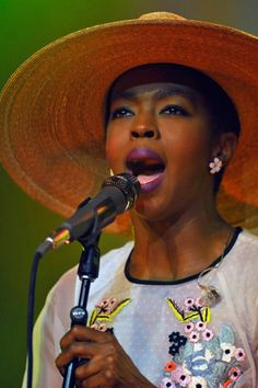 Lauren Hill accessorized her onstage outfit with a statement-making straw hat. Hello Beautiful, Black Is Beautiful, Ms Lauryn Hill, Miseducation Of Lauryn Hill, Lauren Hill, Neo Soul, Black Celebrities, Hip Hop Fashion, African History