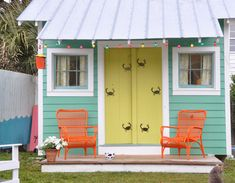 This is the color of my Mountain House.looks cute on a beach cottage. House of Turquoise: Outer Banks Trading Group Giveaway! House Colors, Cottage Decor, Beach House Colors, House Painting, Beach Cottage Style, House Paint Exterior, Cottage Style, Beach House Decor, Cottage Exterior Colors