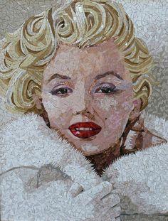 Marilyn Monroe Mosaic ~ Mozaiek Nicoline Mosaic Crafts, Mosaic Projects, Mosaic Art, Mosaic Glass, Mosaic Tiles, Glass Art, Stained Glass, Illustration Arte, Mosaic Portrait