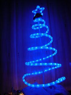 arbol de navidad con mangueras de luz - Buscar con Google
