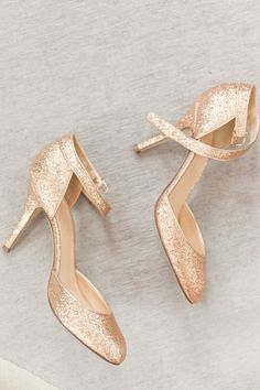 Every bride needs gold, sparkly shoes: http://www.stylemepretty.com/new-york-weddings/new-york-city/manhattan/upper-east-side/2014/04/04/classic-nyc-museum-wedding/ | Photography: Jamie Lefkowitz - http://jamielefkowitzphotography.weebly.com/