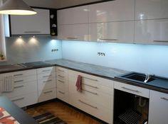 obklady do kuchyně - Hledat Googlem Kitchen Cabinets, Home Decor, Kitchen Cupboards, Homemade Home Decor, Decoration Home, Kitchen Shelves, Interior Decorating