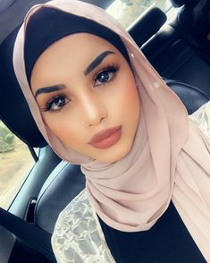 Modern Hijab Fashion, Muslim Fashion, Style Fashion, Beautiful Muslim Women, Beautiful Hijab, Arab Girls, Muslim Girls, Hijab Makeup, Hijab Style Tutorial