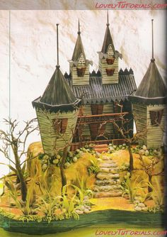 3D Frankenstein's house cake tutorial with template. This would be awesome for a monster party! Bianca@itti